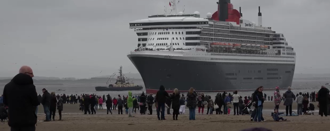 The Three Queens arrive at Crosby Beach